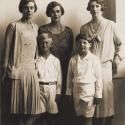 Regele Mihai şi Principele Philip, fiul Principelui Andrei al Greciei şi al Principesei Alice de Battenberg, împreună cu Principesa Theodora de Baden şi Principesa Margarita de Hohenlohe, surorile lui Philip, şi Principesa-Mamă Elena a României. Principele Philip s-a născut la 10 iunie 1921. Tatăl lui Philip, Principele Andrei era unchiul mamei Principelui Mihai. La 20 noiembrie 1947, Philip s-a căsătorit cu Principesa Elisabeta, viitoarea regină Elisabeta a II-a a Marii Britanii, foto Guggenberger Mairovitz (Sibiu), 1928