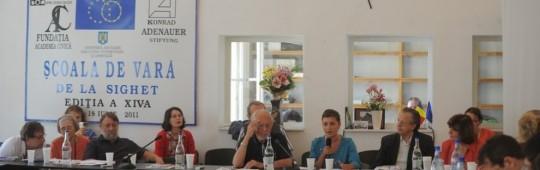 Şcoala de vară de la Sighet, ediţia a XIV-a, 2011, foto Arhiva Centrului Internaţional de Studii asupra Comunismului din cadrul Memorialului Sighet. La masă, de la dreapta la stânga: Ana Blandiana, acad. Alexandru Zub, Hans Bergel şi Stephane Courtois.