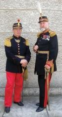 Fondatorii Asociaţiei 6 Dorobanţi, Horia Vladimir Şerbănescu şi dr. Adrian Silvan Ionescu în uniforme româneşti din vremea regelui Carol I