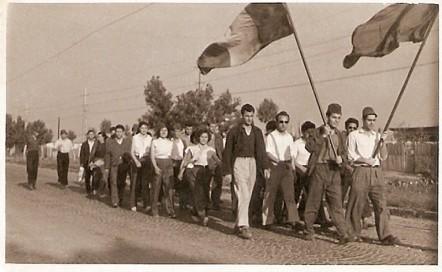 Defilare a grecilor refugiaţi în România, 1949